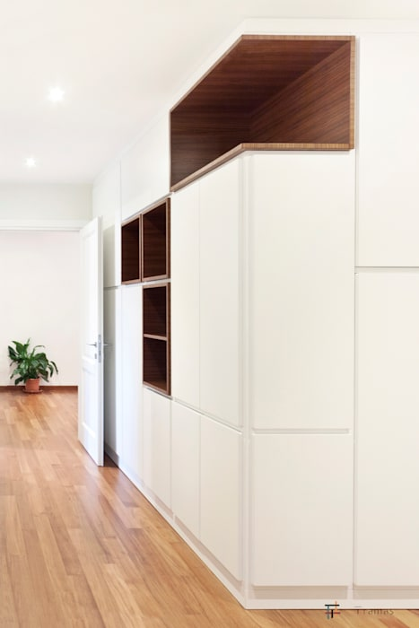 Modern Corridor, Hallway and Staircase by Tramas Modern