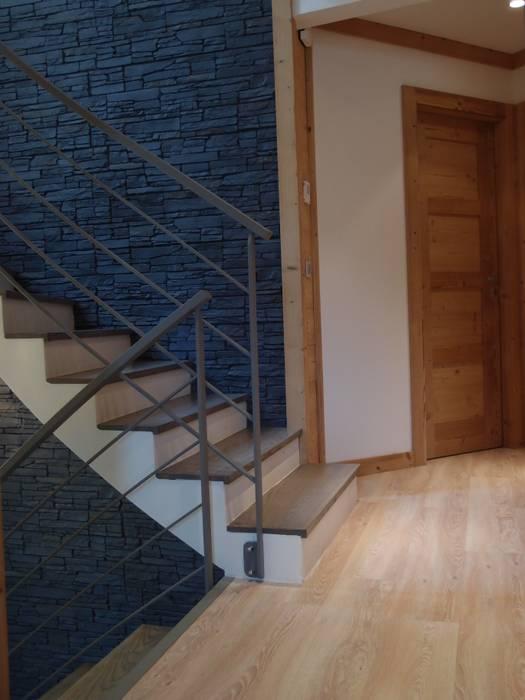 Escalier: Maisons de style  par DAI Création