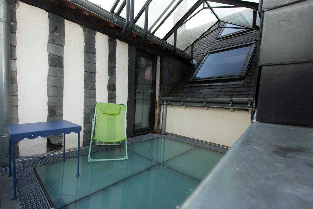 La terrasse: Terrasse de style  par Christèle BRIER Architechniques