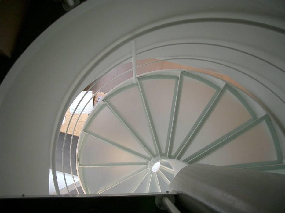 Scala a chiocciola realizzata da NIVA-line Spazi commerciali moderni di Ni.va. Srl Moderno