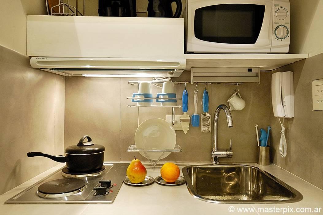 Cocina para estudio: Cocinas de estilo  por MINBAI