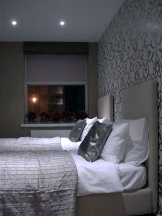PROJECT - London's Kensington:  Bedroom by Anna Hansson Design