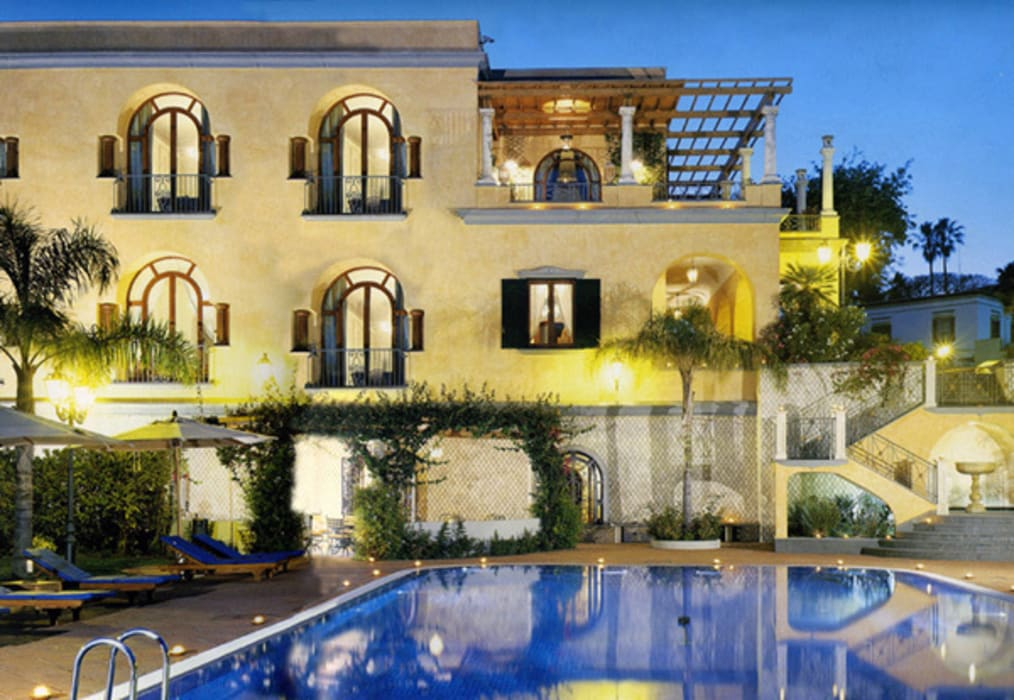 Corpo principale della villa Venezia Tre Case in stile mediterraneo
