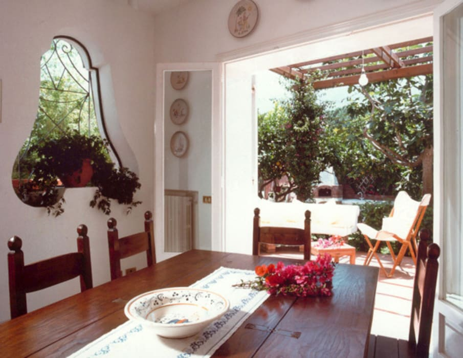Sala da pranzo Sala da pranzo in stile mediterraneo di Venezia Tre Mediterraneo