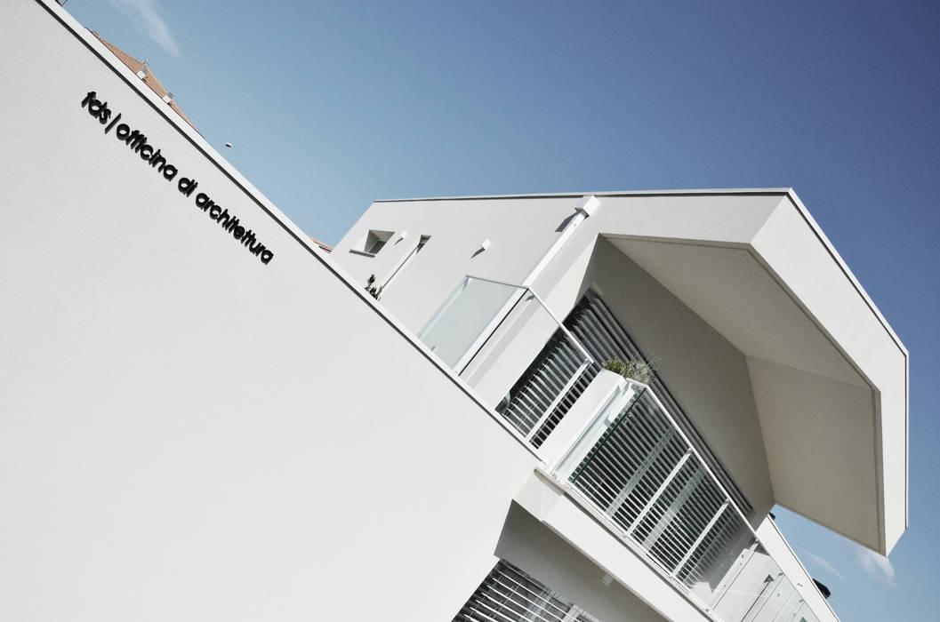 facciata principale | particolare Case moderne di francesco valentini architetto Moderno