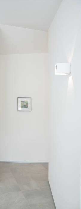 house studio: living workshop Ausgefallener Flur, Diele & Treppenhaus von francesco valentini architetto Ausgefallen