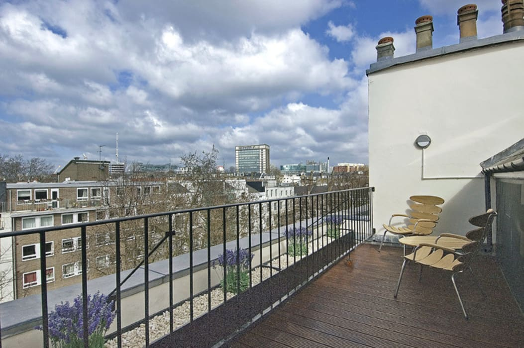 ​PROJECT: A 2-bed apartment in Bayswater. AHD Modern balcony, veranda & terrace