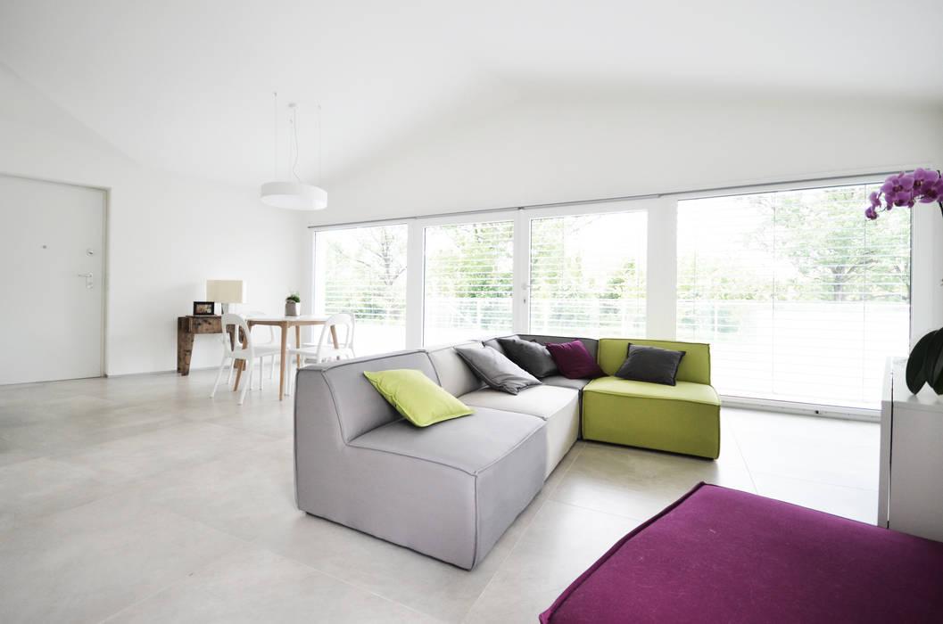 house studio: living workshop Skandinavische Wohnzimmer von francesco valentini architetto Skandinavisch