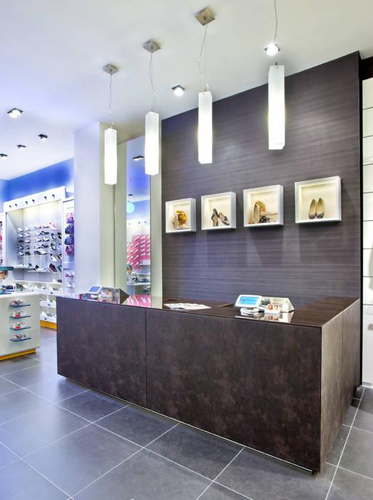 Arredamento negozio realizzato da NIVA-line Ni.va. Srl Centri commerciali moderni