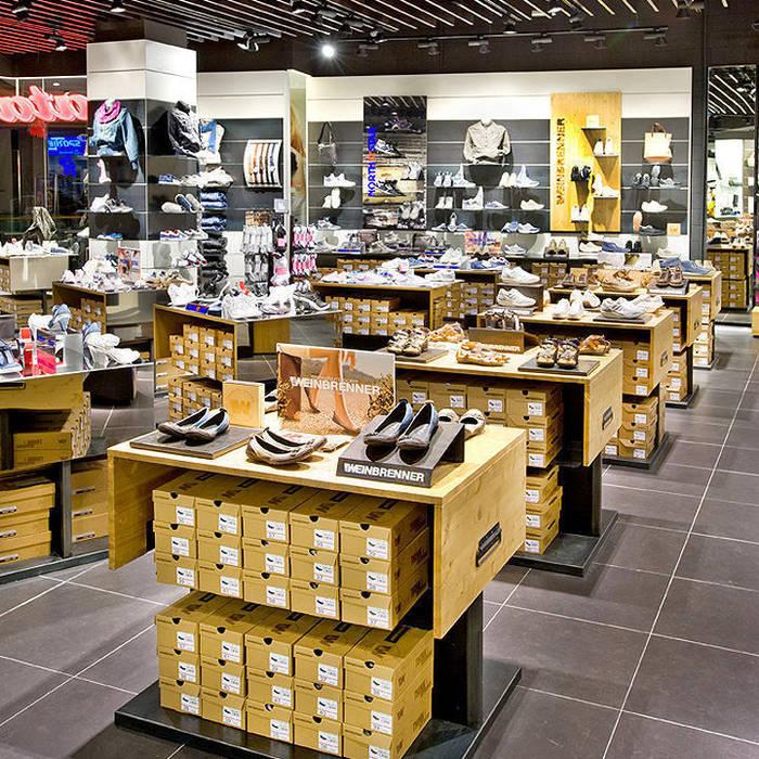 Arredamento negozio realizzato da NIVA-line: Centri commerciali in stile  di Ni.va. Srl