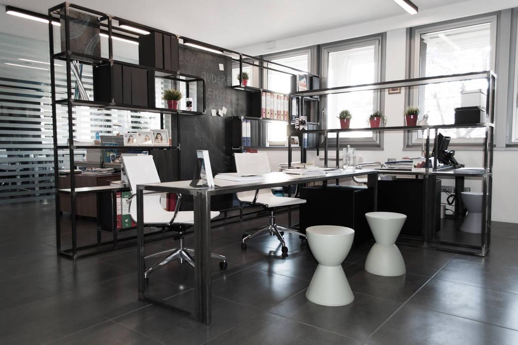 modern  by SOA Spazio Oltre l'Architettura, Modern Iron/Steel