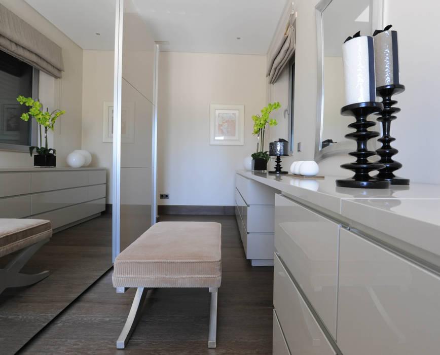 Quinta do Lago Modern dressing room by Cheryl Tarbuck Design Modern