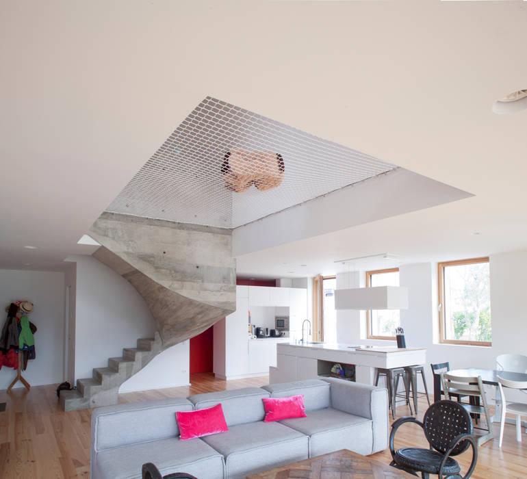 MAISON PASSIVE - ARCANGUES - PAYS BASQUE Salon moderne par POLY RYTHMIC ARCHITECTURE Moderne