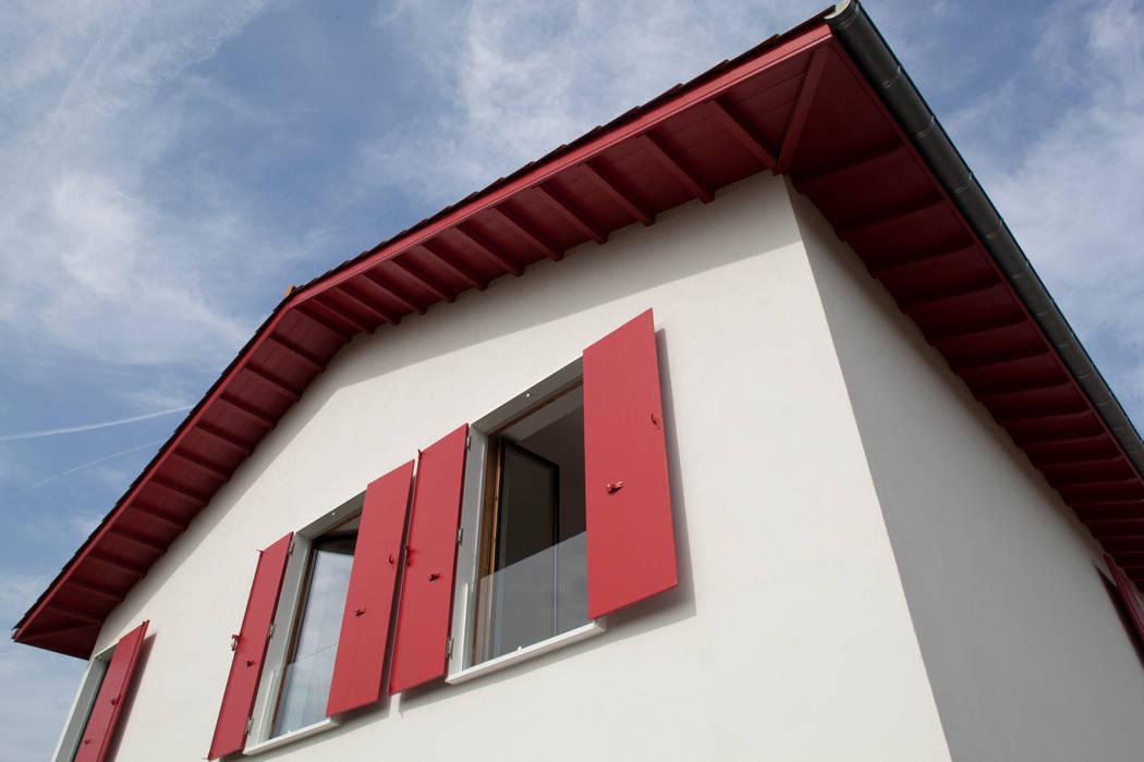 MAISON PASSIVE - ARCANGUES - PAYS BASQUE: Maisons de style  par POLY RYTHMIC ARCHITECTURE