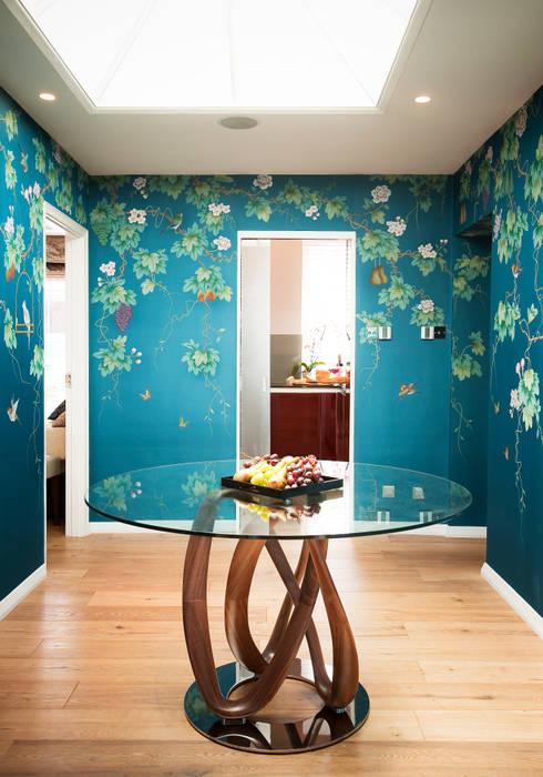 Kensington & Chelsea Eclectic style corridor, hallway & stairs by Matteo Bianchi Studio Eclectic