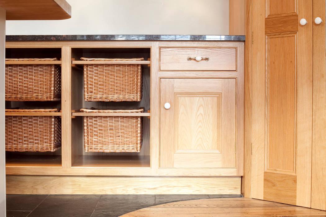 Surrey KT1: Country Family Home Casas de estilo clásico de Increation Clásico