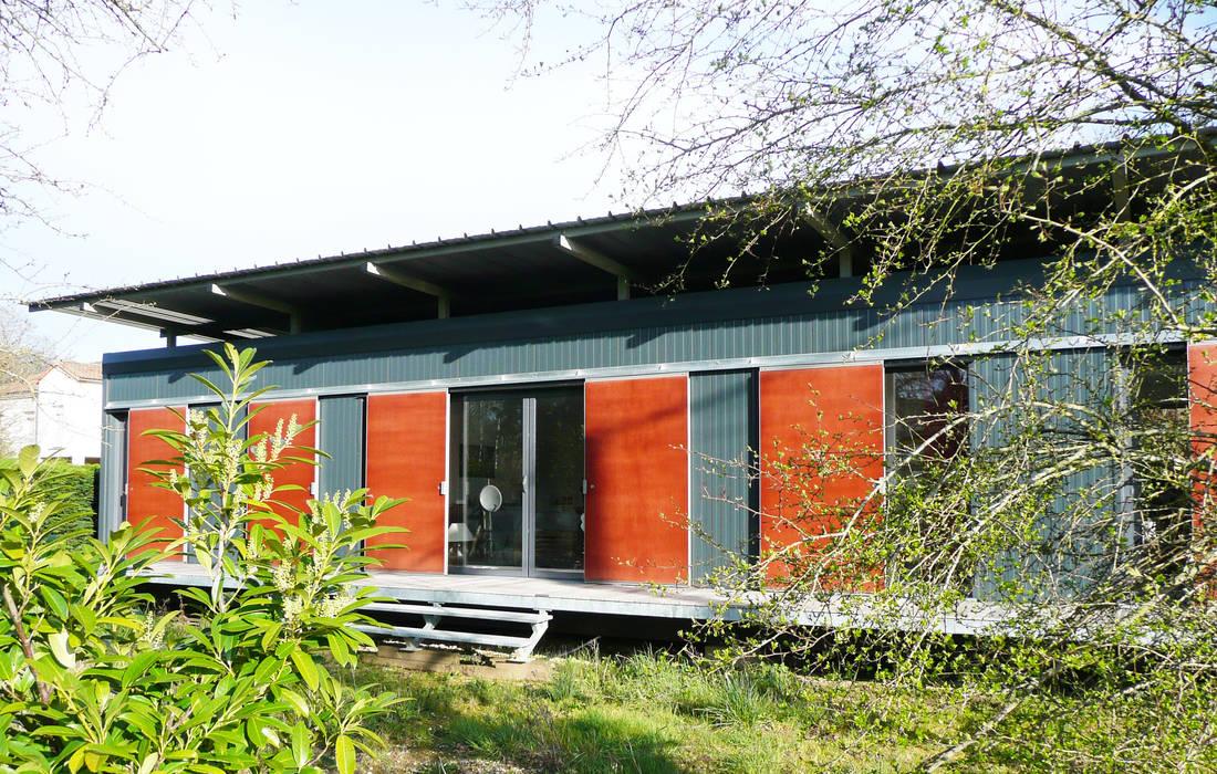 MAISON LOFT / MIGNALOUX-BEAUVOIR / POITOU-CHARENTES Centre d'expositions modernes par POLY RYTHMIC ARCHITECTURE Moderne
