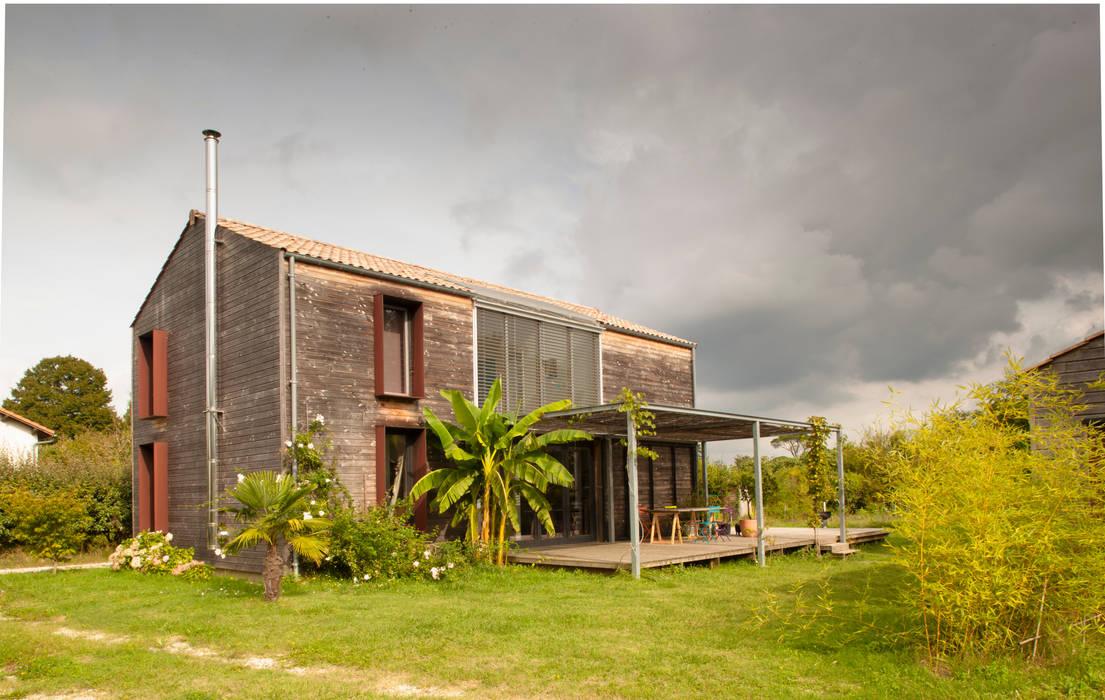 MAISON PASSIVE - TABANAC / GIRONDE Centre d'expositions modernes par POLY RYTHMIC ARCHITECTURE Moderne