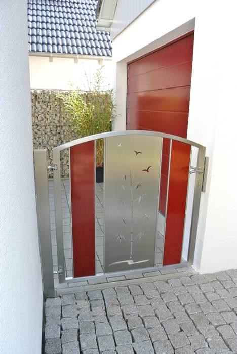 Edelstahl Gartentüre:  Garten von Edelstahl Atelier Crouse - Stainless Steel Atelier