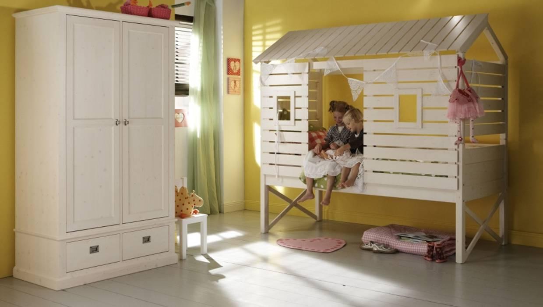 Alta Baumhaus und Strandhaus Bett, in 10 Farben erhältlich:  Kinderzimmer von homify,