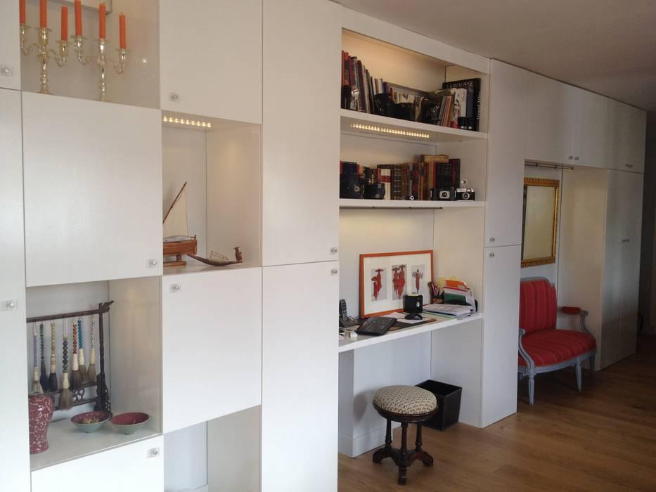 Mur de placards Salon moderne par AUDE SWEET HOME Moderne