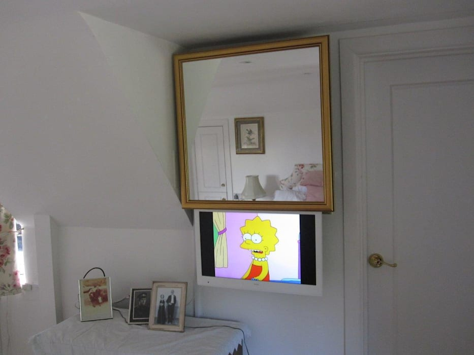 Mirror and TV mounted :  Bathroom by DECOLIFT
