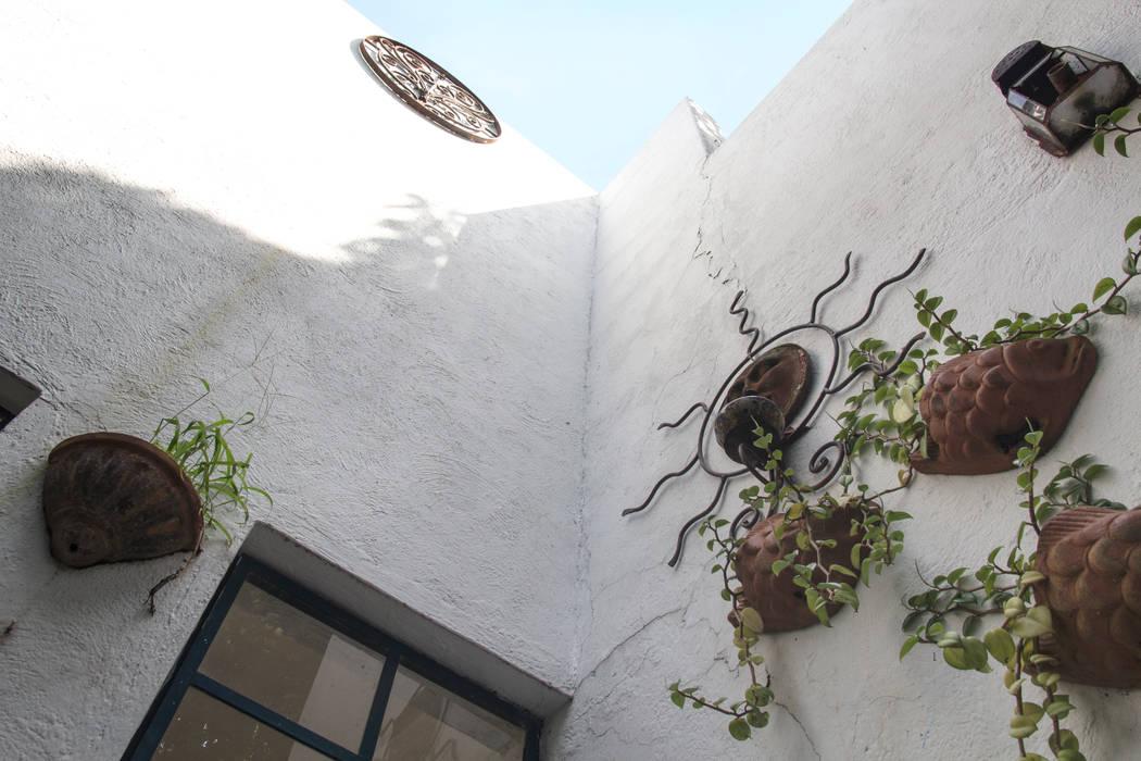 Infinito: Casas de estilo ecléctico por Mikkael Kreis Architects