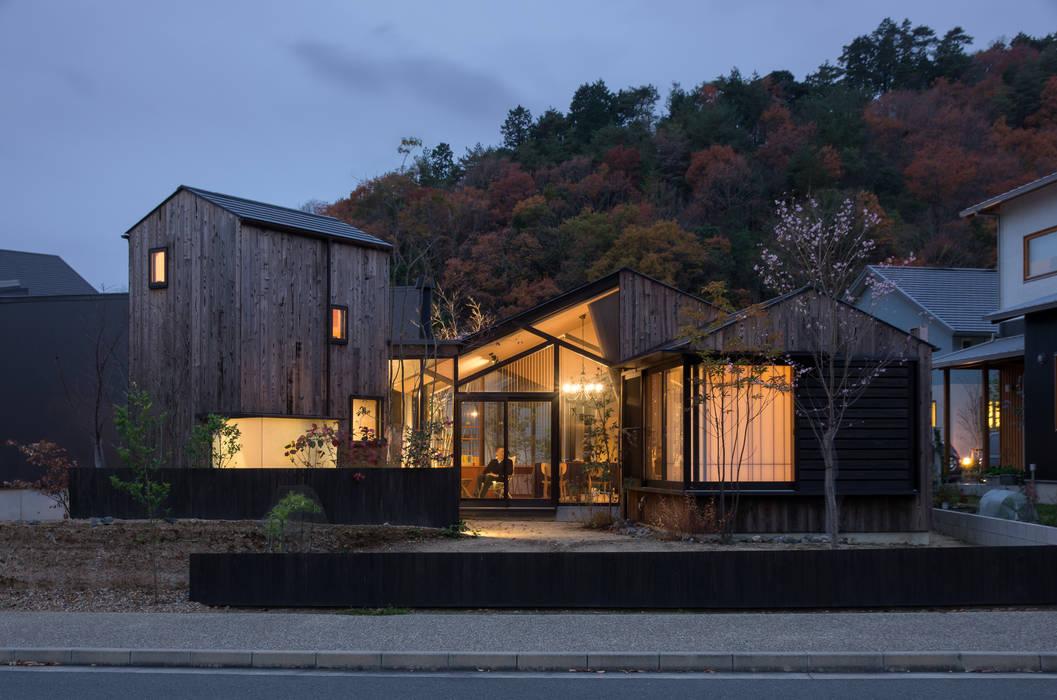 Casas estilo moderno: ideas, arquitectura e imágenes de 間工作舎 Moderno