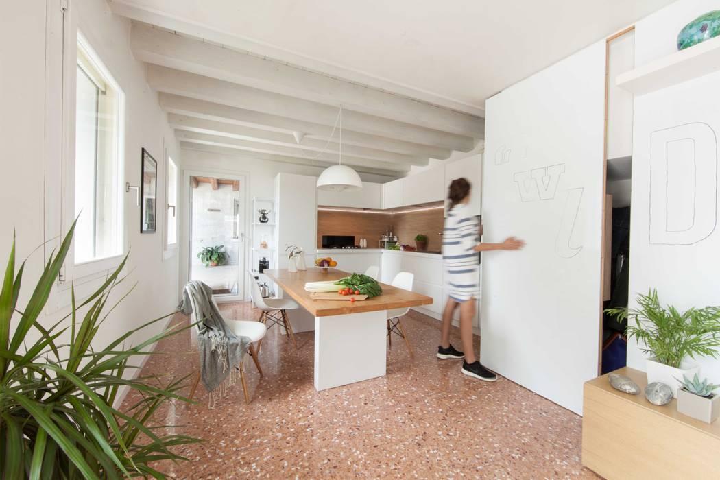 entrance Pasillos, vestíbulos y escaleras de estilo moderno de Didonè Comacchio Architects Moderno