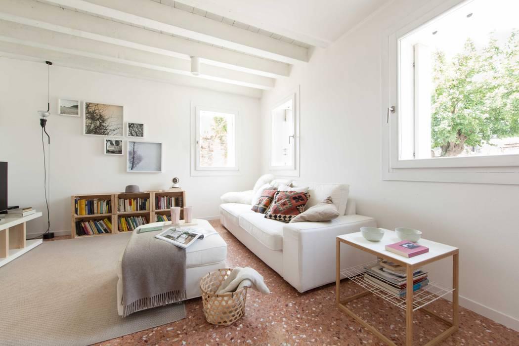 living Modern living room by Didonè Comacchio Architects Modern
