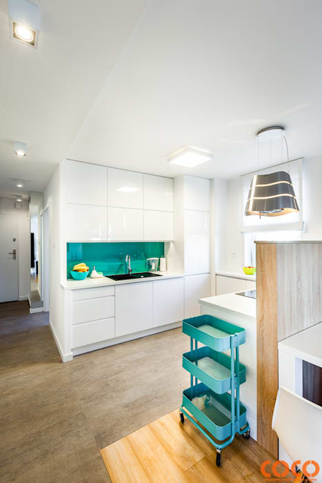 Lazurowe mieszkanie: styl , w kategorii Kuchnia zaprojektowany przez COCO Pracownia projektowania wnętrz