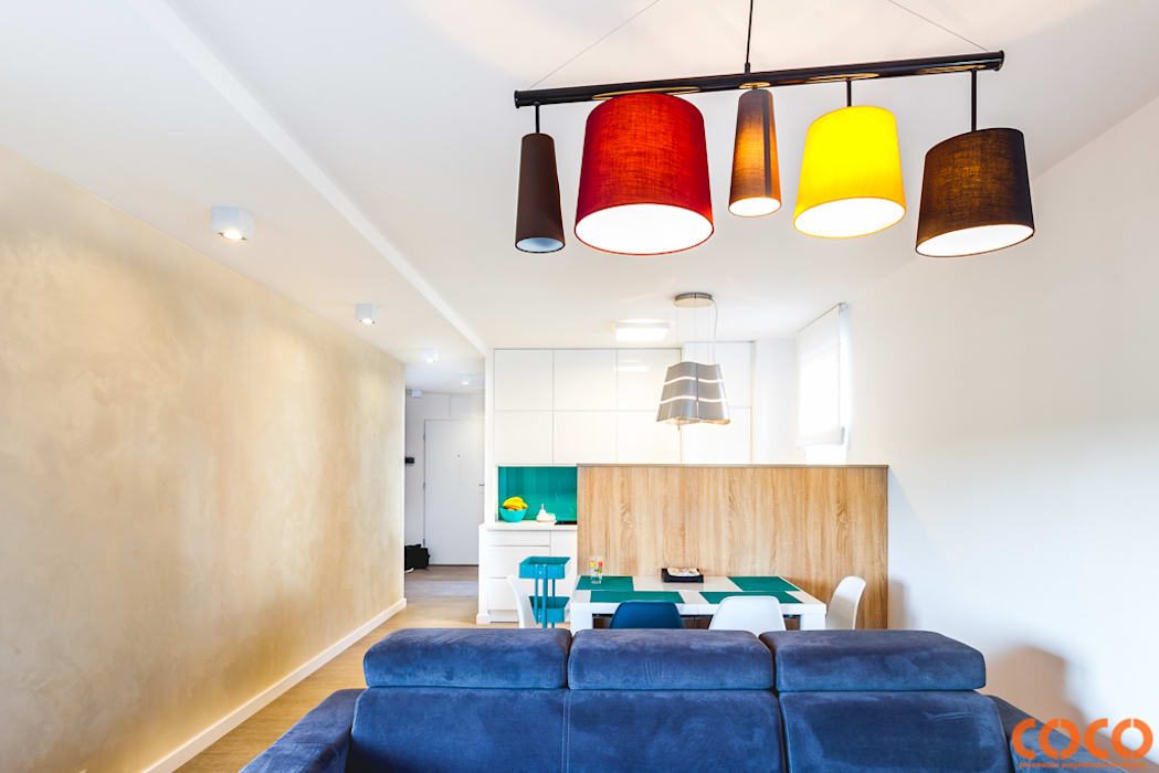 Lazurowe mieszkanie: styl , w kategorii Salon zaprojektowany przez COCO Pracownia projektowania wnętrz