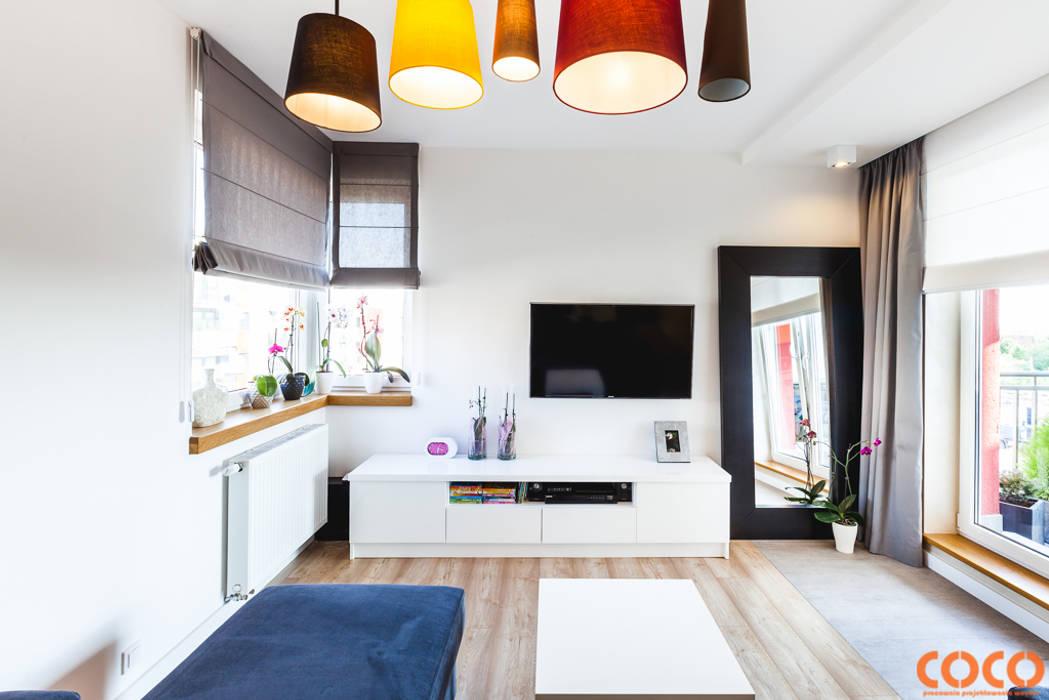 Lazurowe mieszkanie Nowoczesny salon od COCO Pracownia projektowania wnętrz Nowoczesny