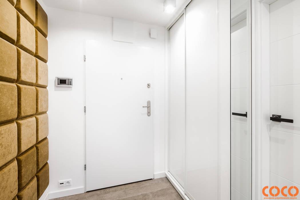 Lazurowe mieszkanie: styl , w kategorii Korytarz, przedpokój zaprojektowany przez COCO Pracownia projektowania wnętrz