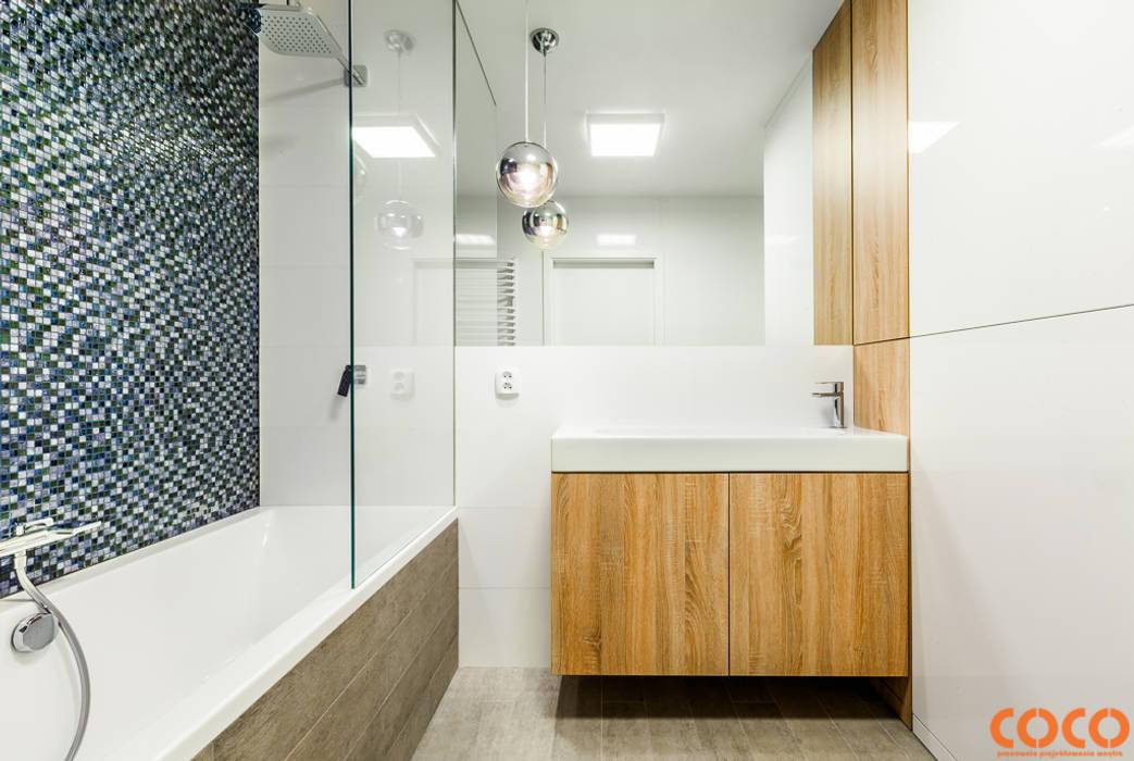 Lazurowe mieszkanie Nowoczesna łazienka od COCO Pracownia projektowania wnętrz Nowoczesny