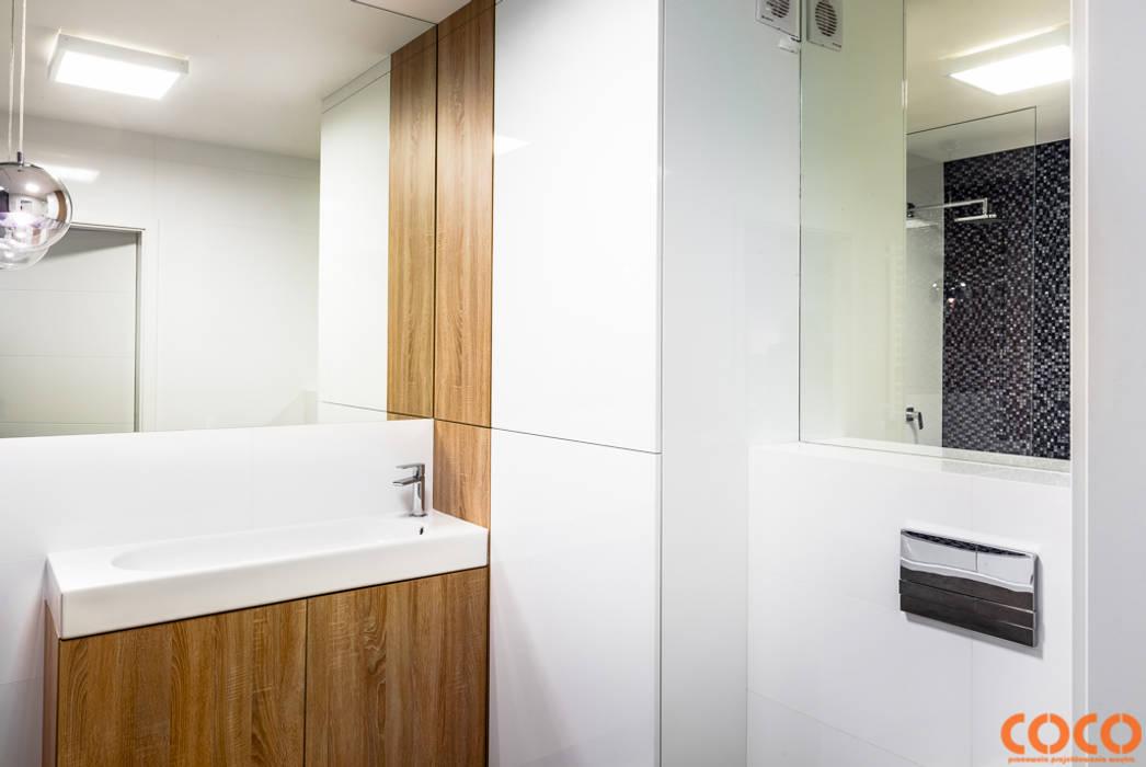 Lazurowe mieszkanie: styl , w kategorii Łazienka zaprojektowany przez COCO Pracownia projektowania wnętrz