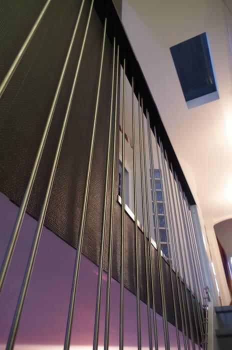Jeu de rythme: Couloir et hall d'entrée de style  par Christèle BRIER Architechniques