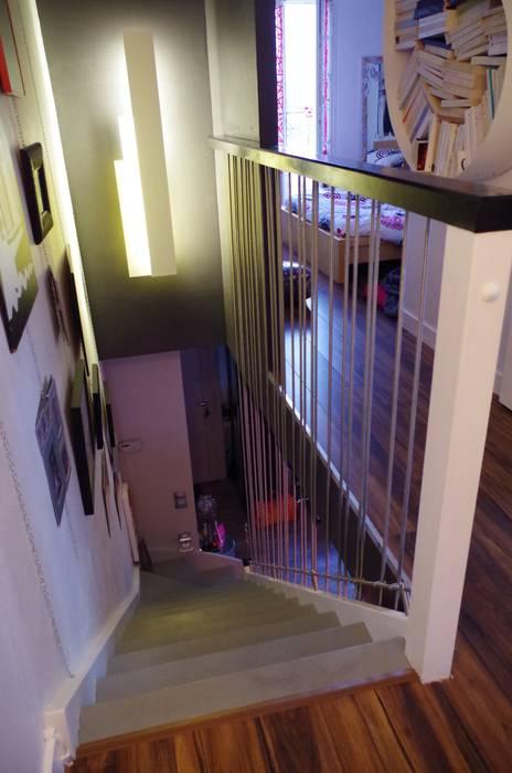 Tout en tension: Couloir et hall d'entrée de style  par Christèle BRIER Architechniques