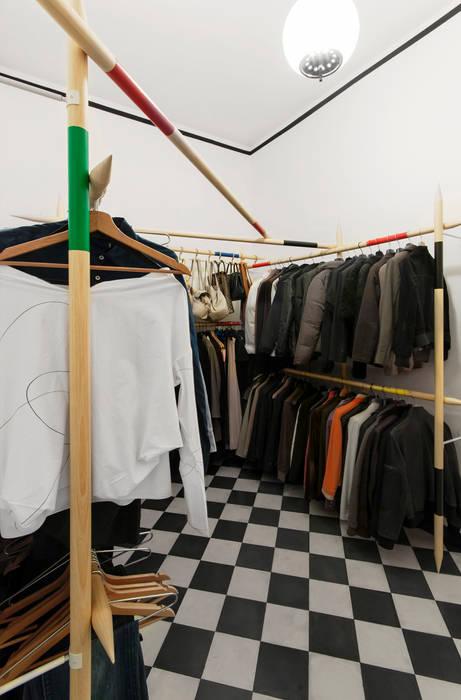 Vestidores y placares de estilo moderno de homify Moderno