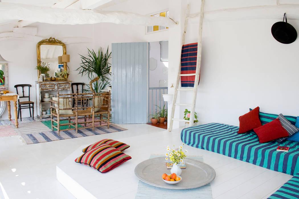 Living room by Casa Josephine, Mediterranean