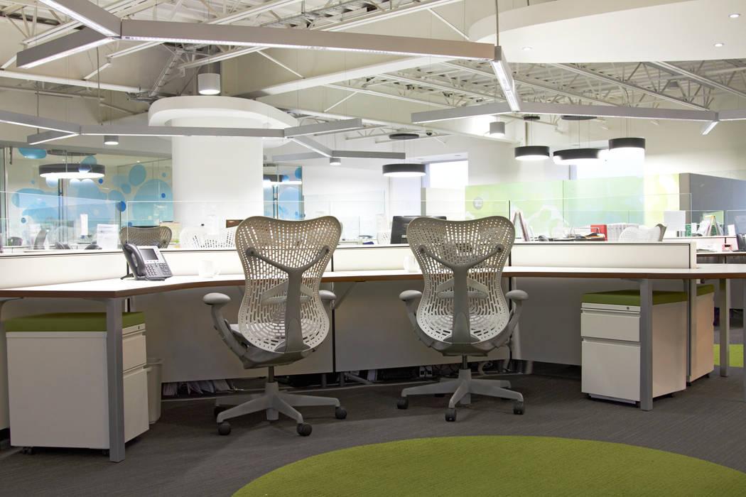 Mobiliario: Edificios de Oficinas de estilo  por Oxígeno Arquitectura
