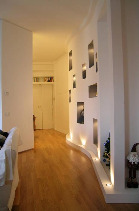 Couloir, entrée, escaliers modernes par Pecoramelloarchitetti Moderne