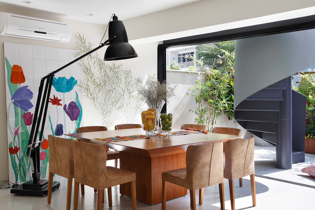 Eclectic style dining room by Escala Arquitetura Eclectic