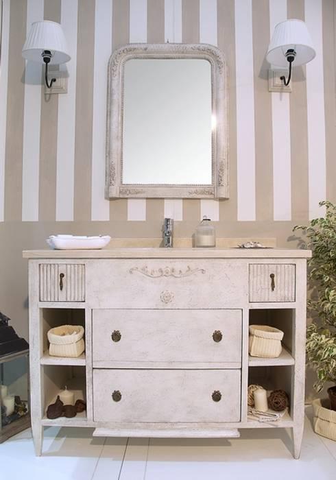 Il fascino delle righe bagno in stile in stile for Armadi per il bagno