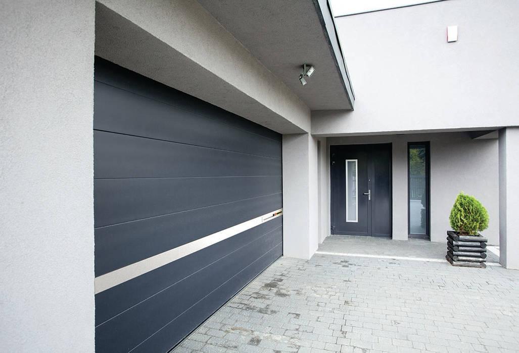 Portone sezionale per Garage Living - Modern Style: Garage/Rimessa in stile  di Kopron S.p.A.