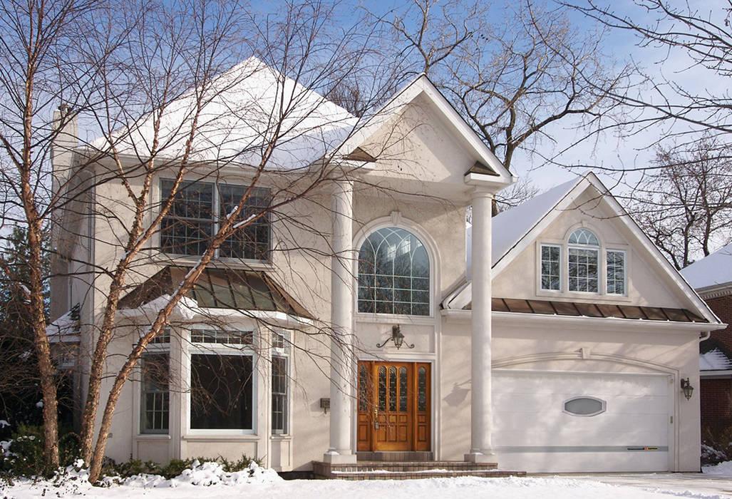 Portone sezionale per Garage Living - Modern Style: Garage/Rimessa in stile in stile Moderno di Kopron S.p.A.