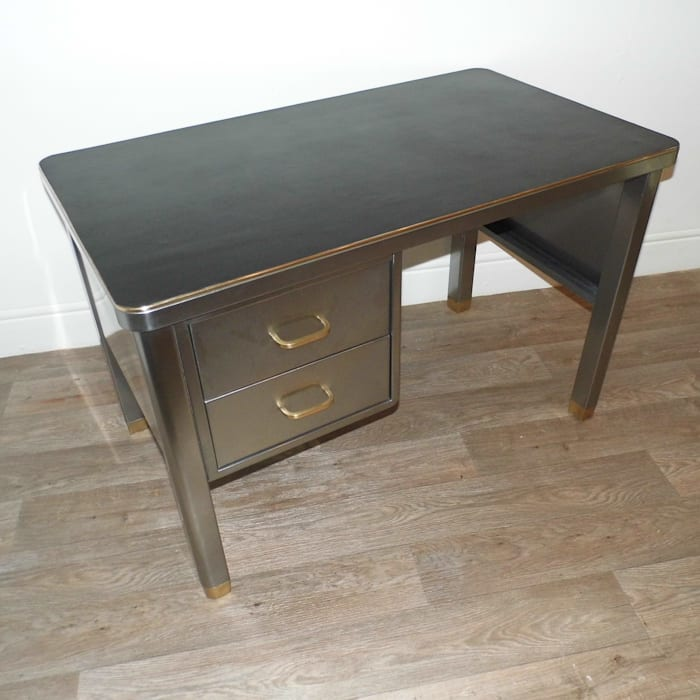 Vintage Industrial Desk: industrial  by Travers Antiques, Industrial