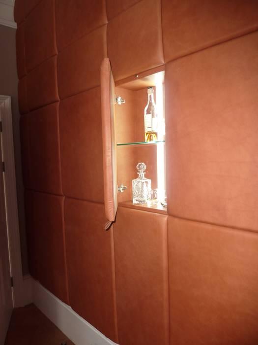 Leather Clad Study Wall Hide and Stitch EstudioAlmacenamiento