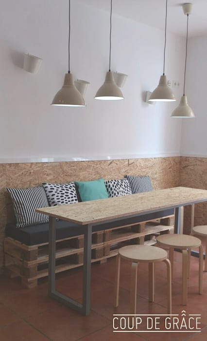 A la Lluna: Oficinas y Tiendas de estilo  de Coup de Grâce  design & events