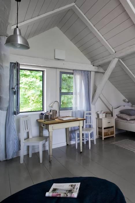 Przebudowa stodoły : styl , w kategorii Sypialnia zaprojektowany przez AA s.c. Anatol Kuczyński Anna Kuczyńska,